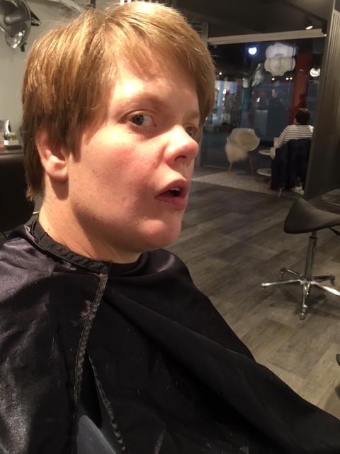 Camilla ferdig hos frisøren
